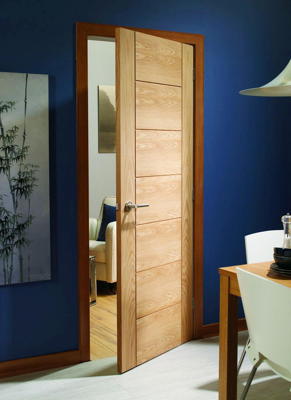 Межкомнатные двери из шпона: что это такое, и как правильно выбрать?